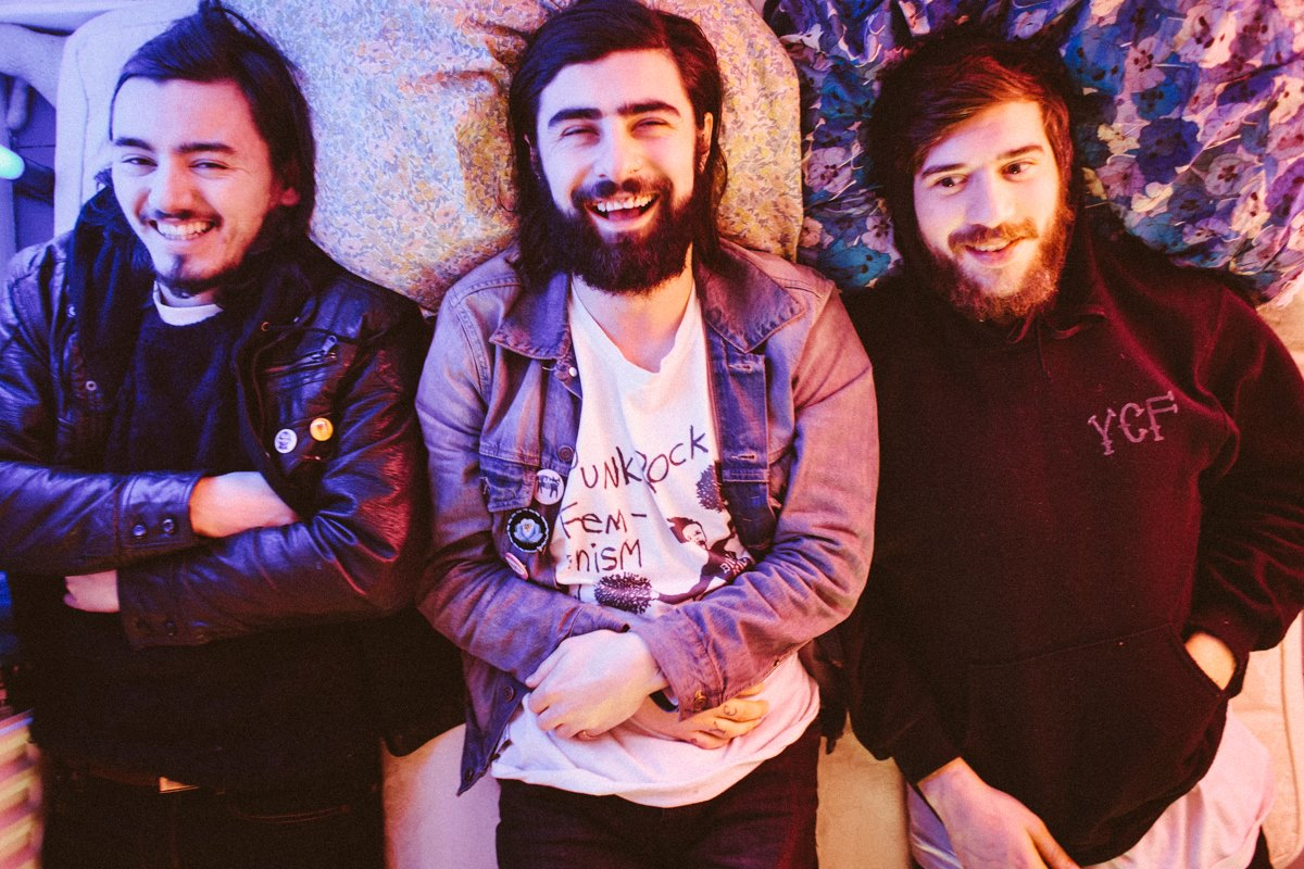 Mundo Musique: PAWS and WTCHS